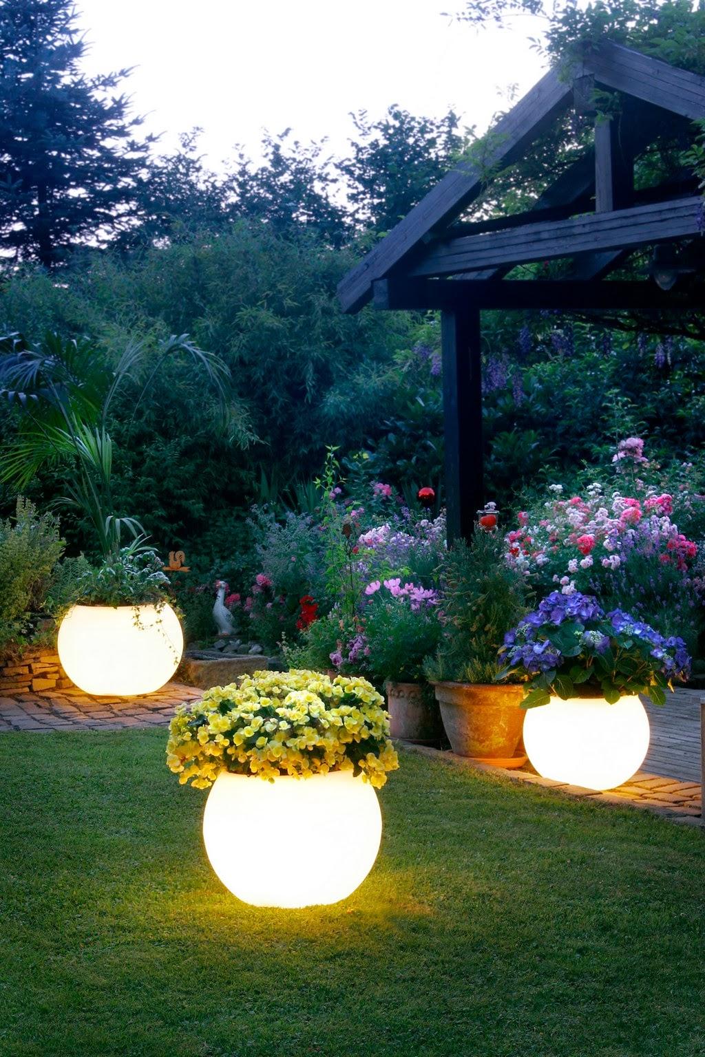 Светящиеся вазоны для цветов