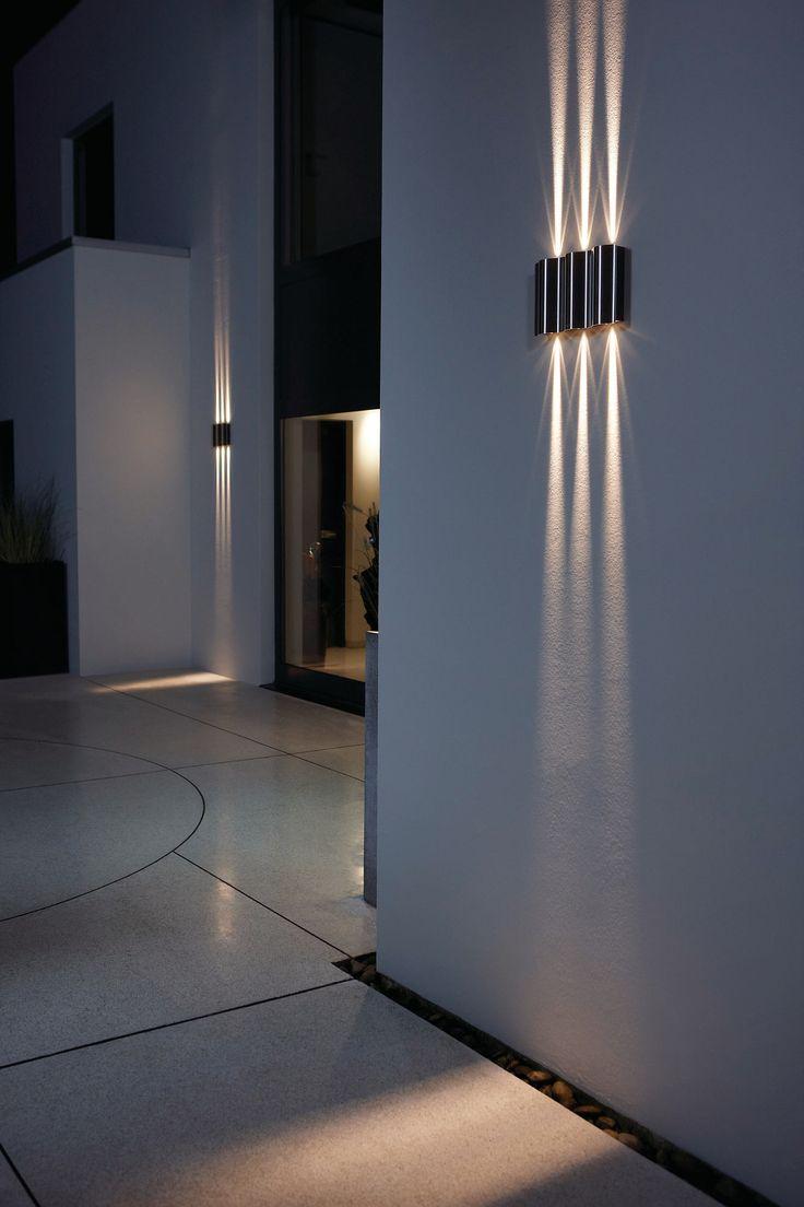 Подсветка стены светильниками
