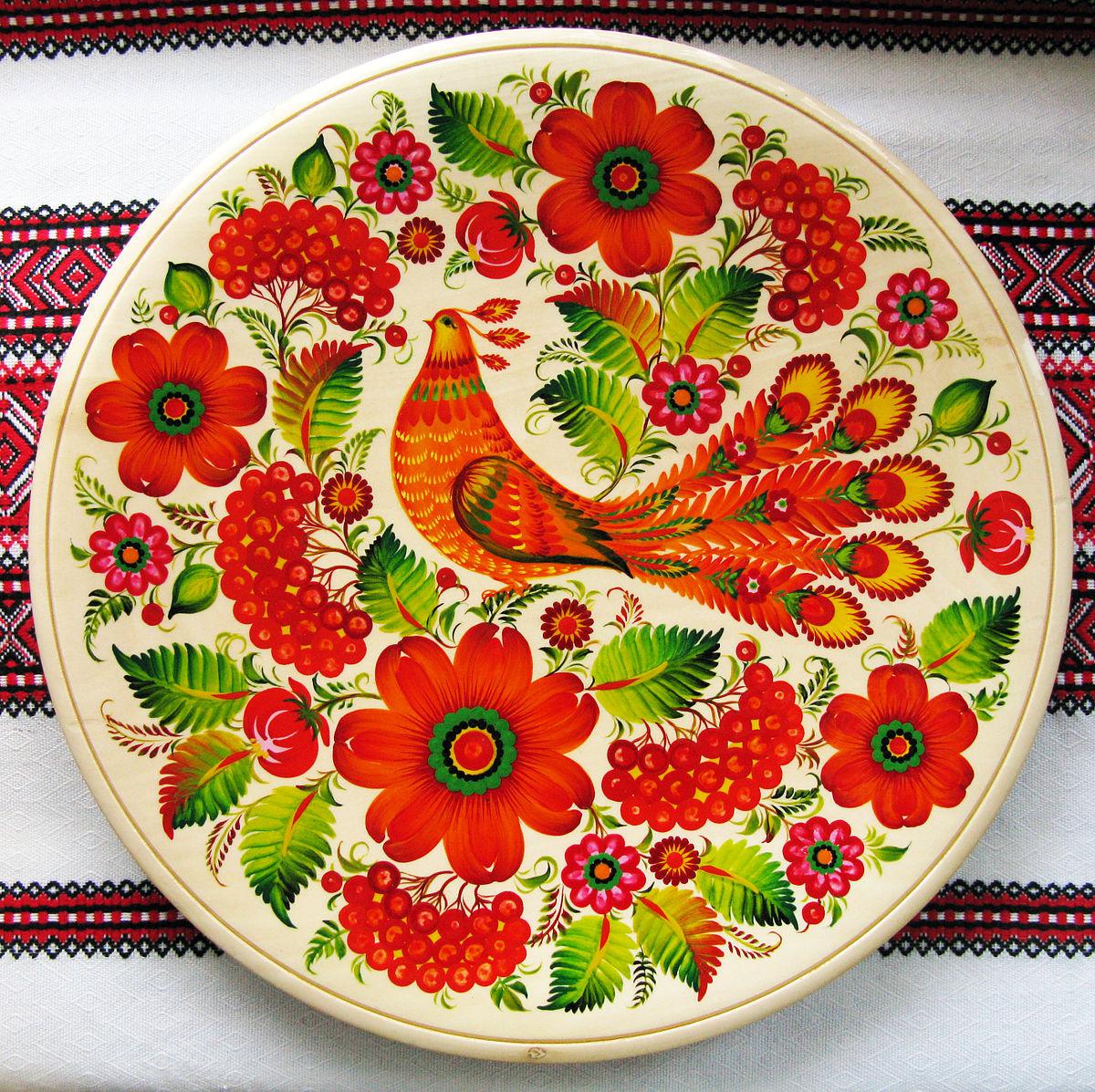 Тарелка с хохломской росписью