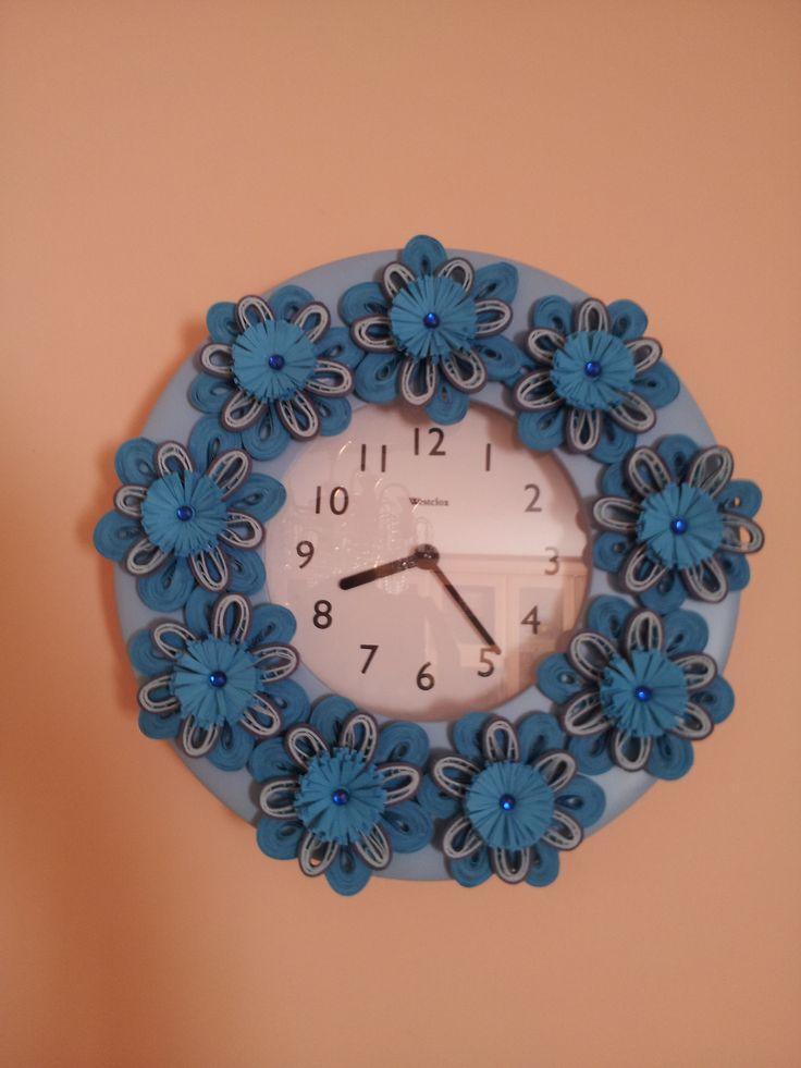 Декор часов цветами