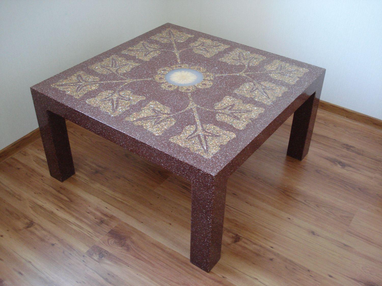 Декор стола трафаретным узором
