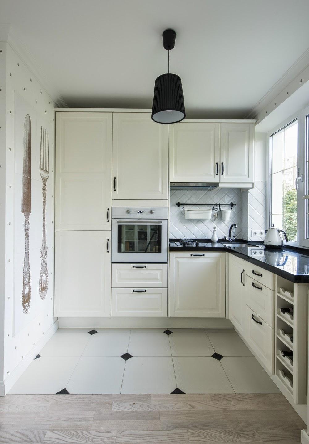 Угловая кухня в интерьере двухкомнатной квартиры