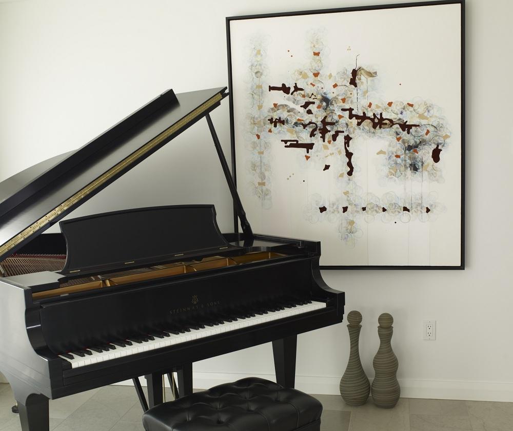 Пианино в углу