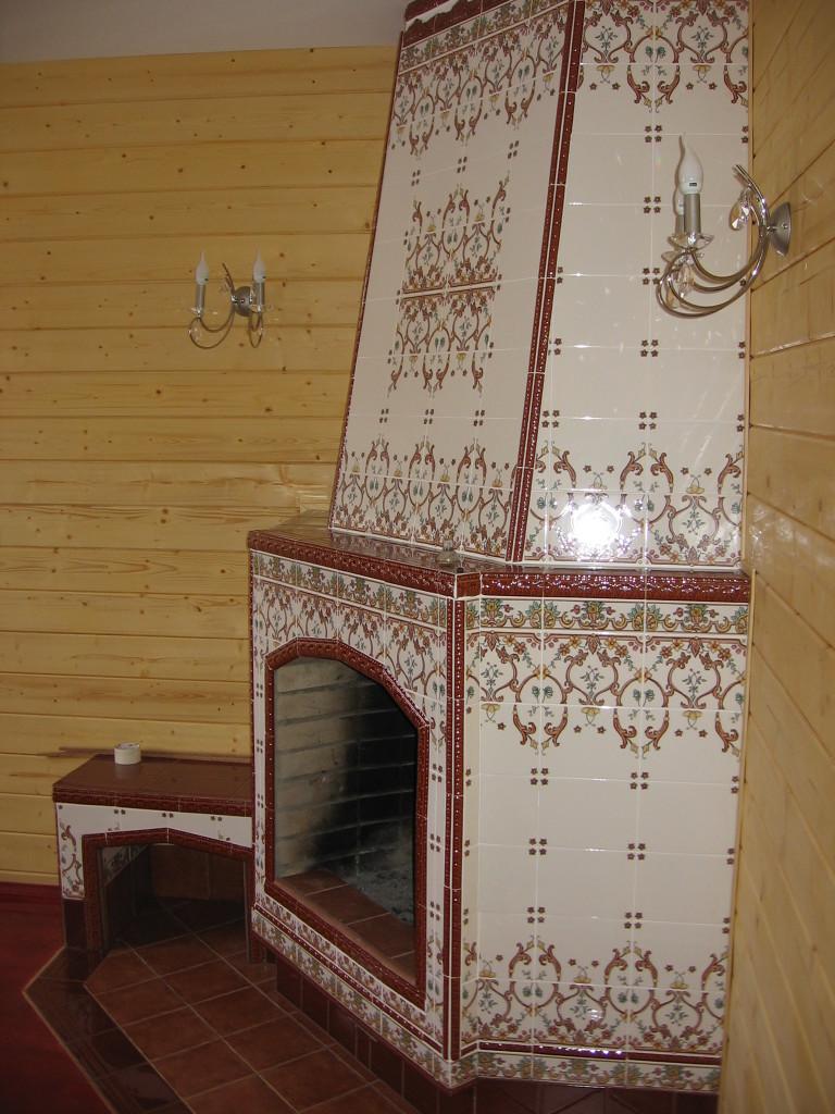 Облицовка камина плиткой с узором