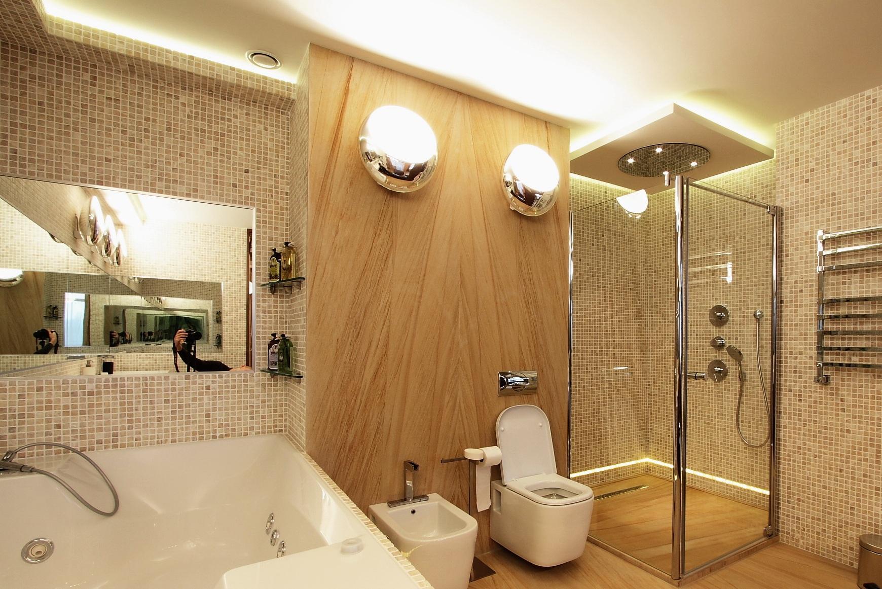 Зеркала напротив друг друга в ванной комнате