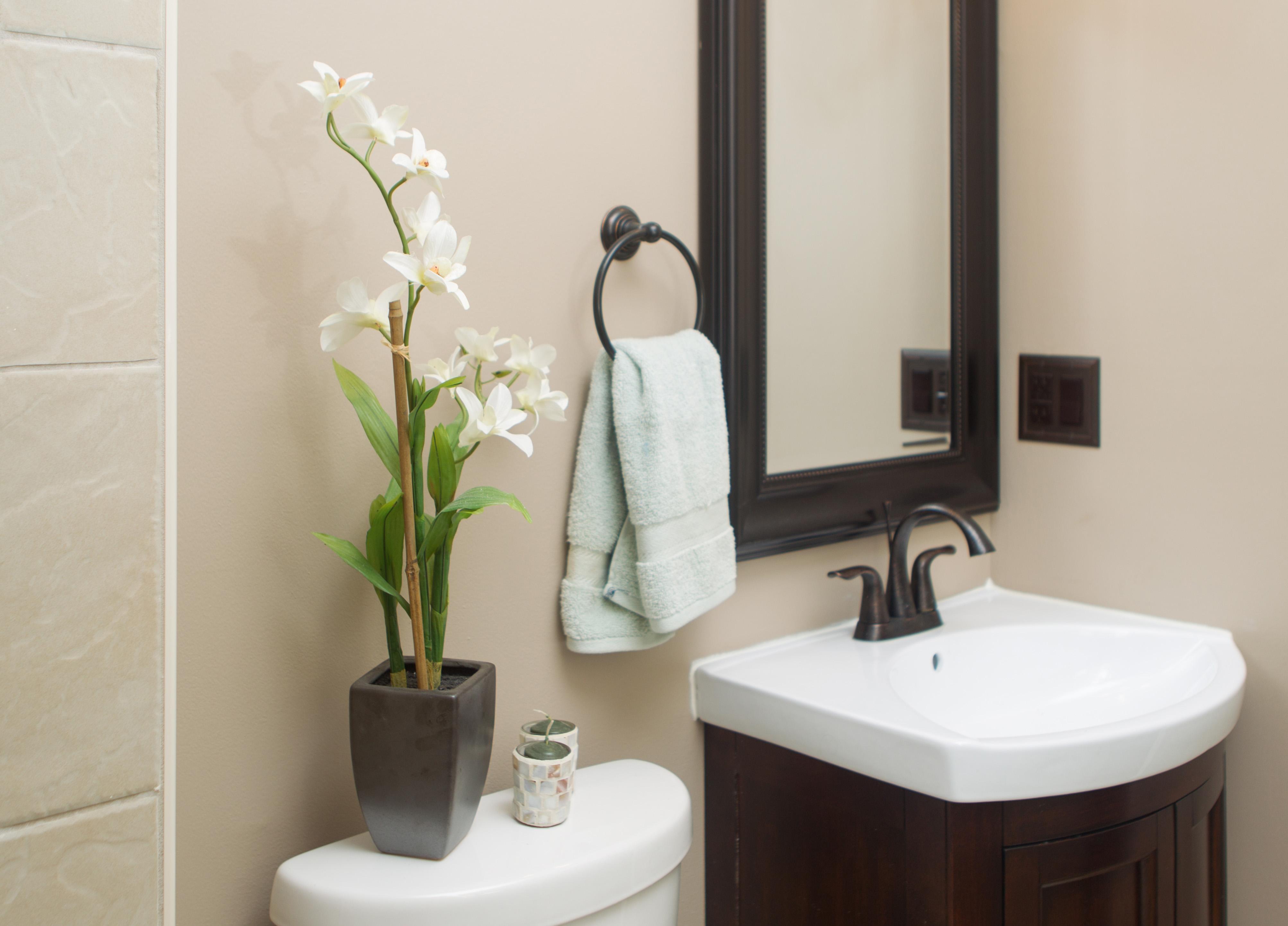 Орхидея Ванда в интерьере ванной