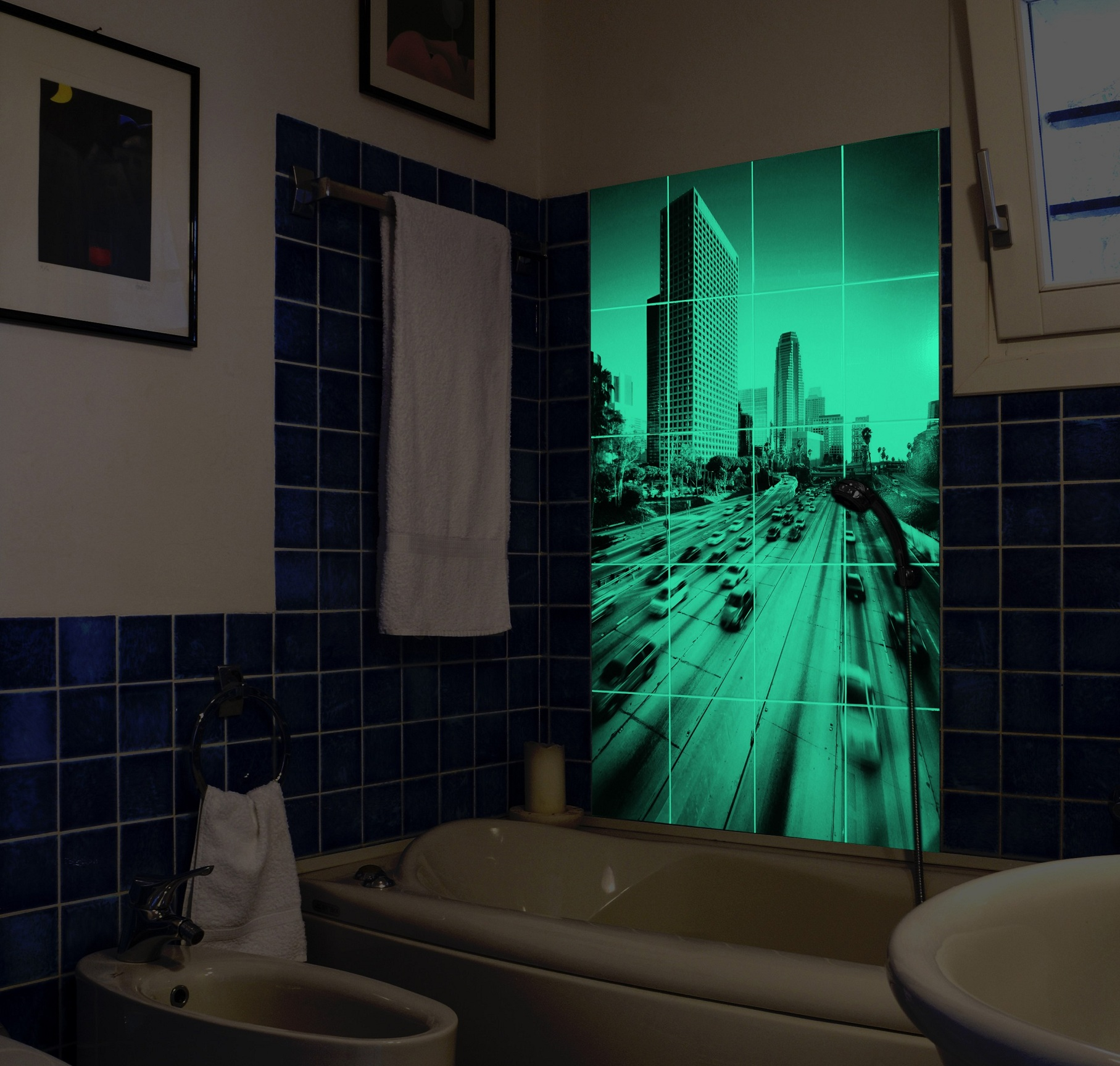 Светящаяся плитка в ванной