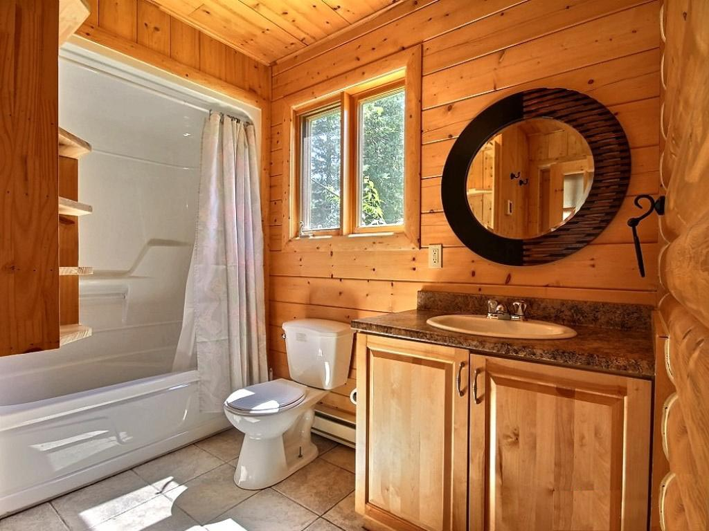 Плавающий пол в ванной загородного дома