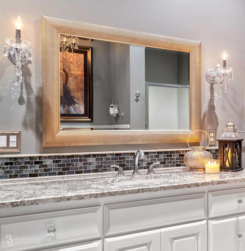 Хрустальное бра в интерьере ванной