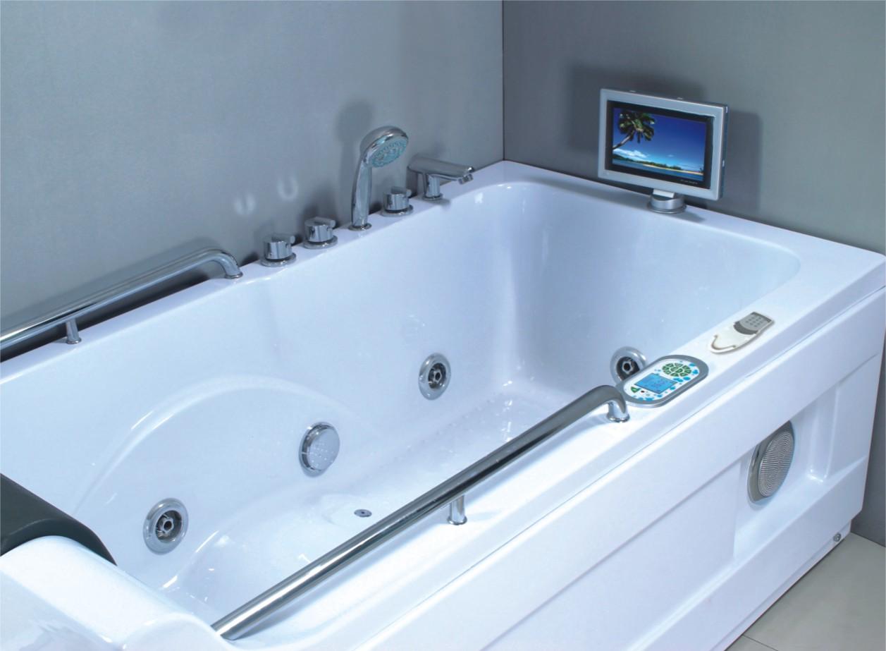 Ванна со встроенным телевизором