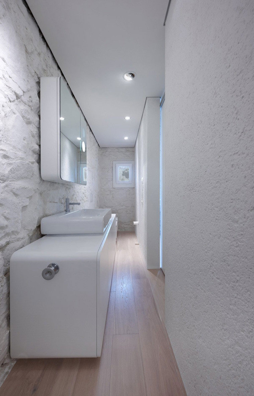 Подсветка стены в ванной