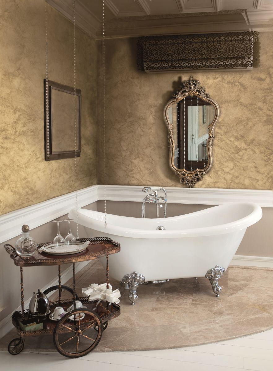 Перламутровая краска на стене ванной