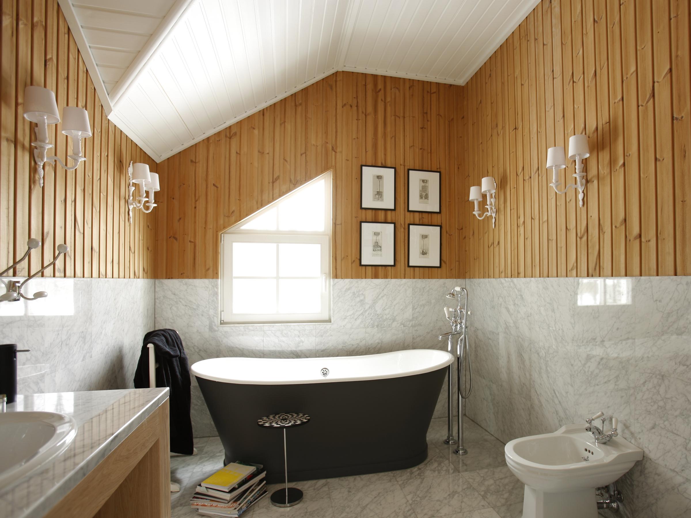 Евровагонка в интерьере ванной