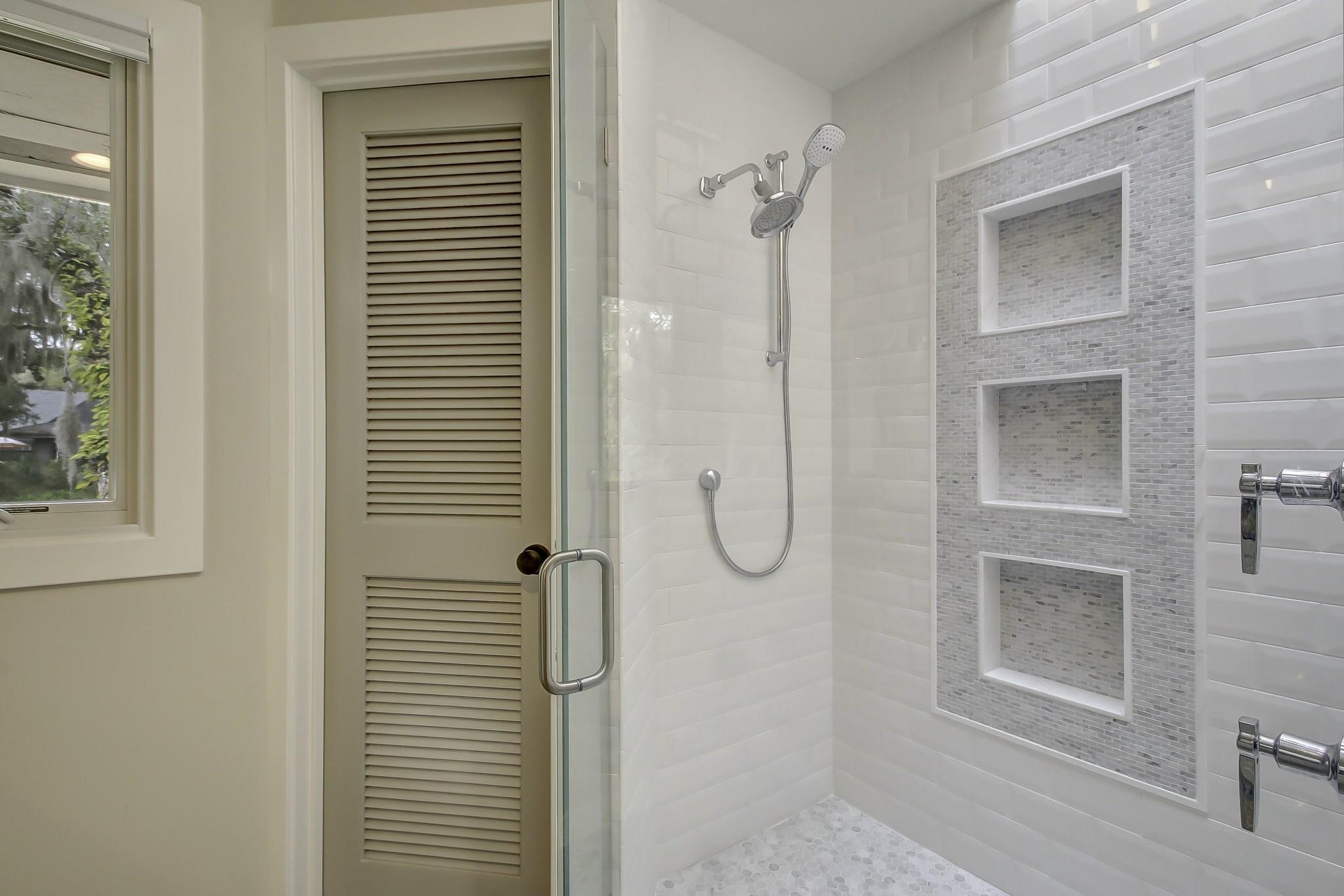Двери в нишу в ванной
