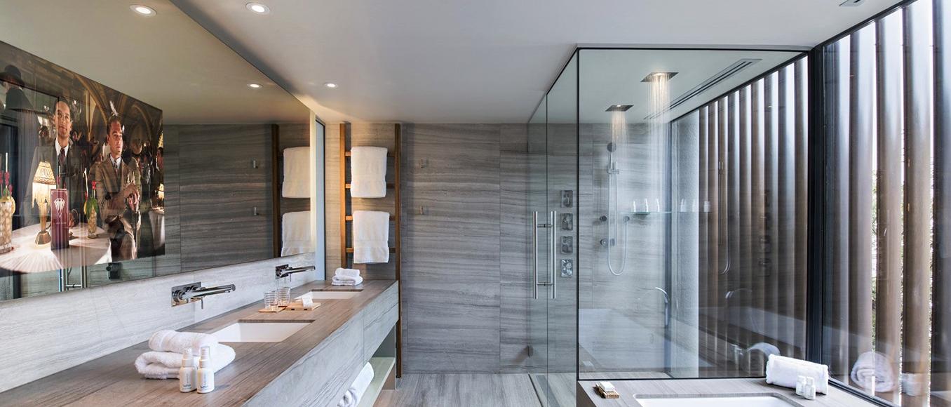 Телевизор в интерьере ванной комнаты