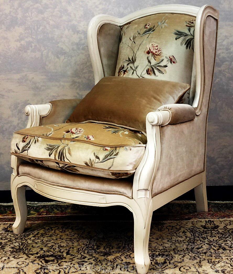 Кресло в стиле прованс с велюровой обивкой