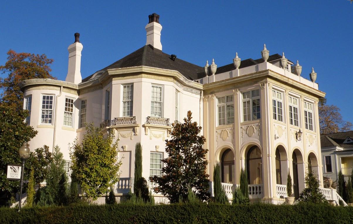 Фасадный декор дома в викторианском стиле