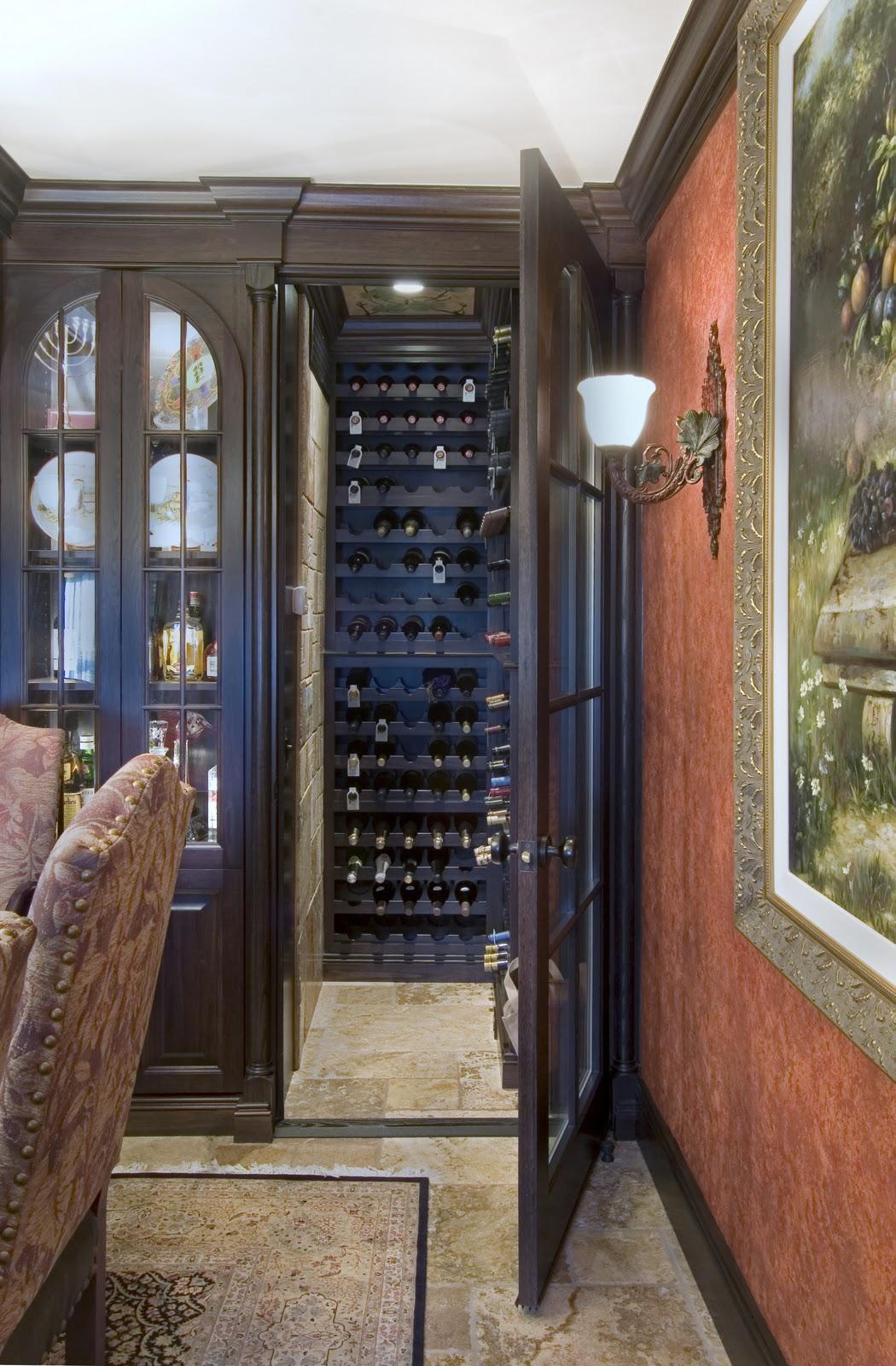 Двери в нишу с вином