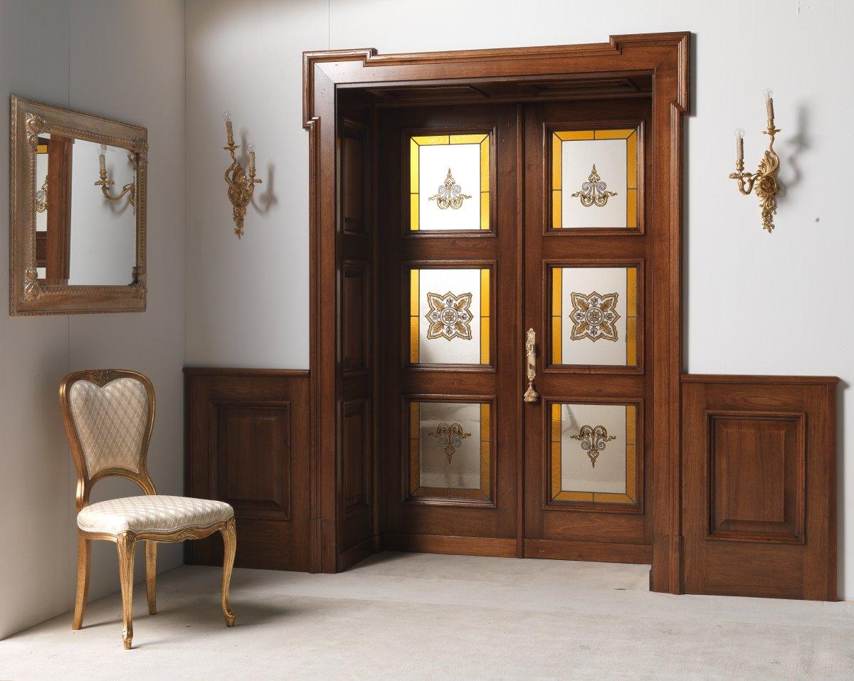 Витражная дверь из массива дерева