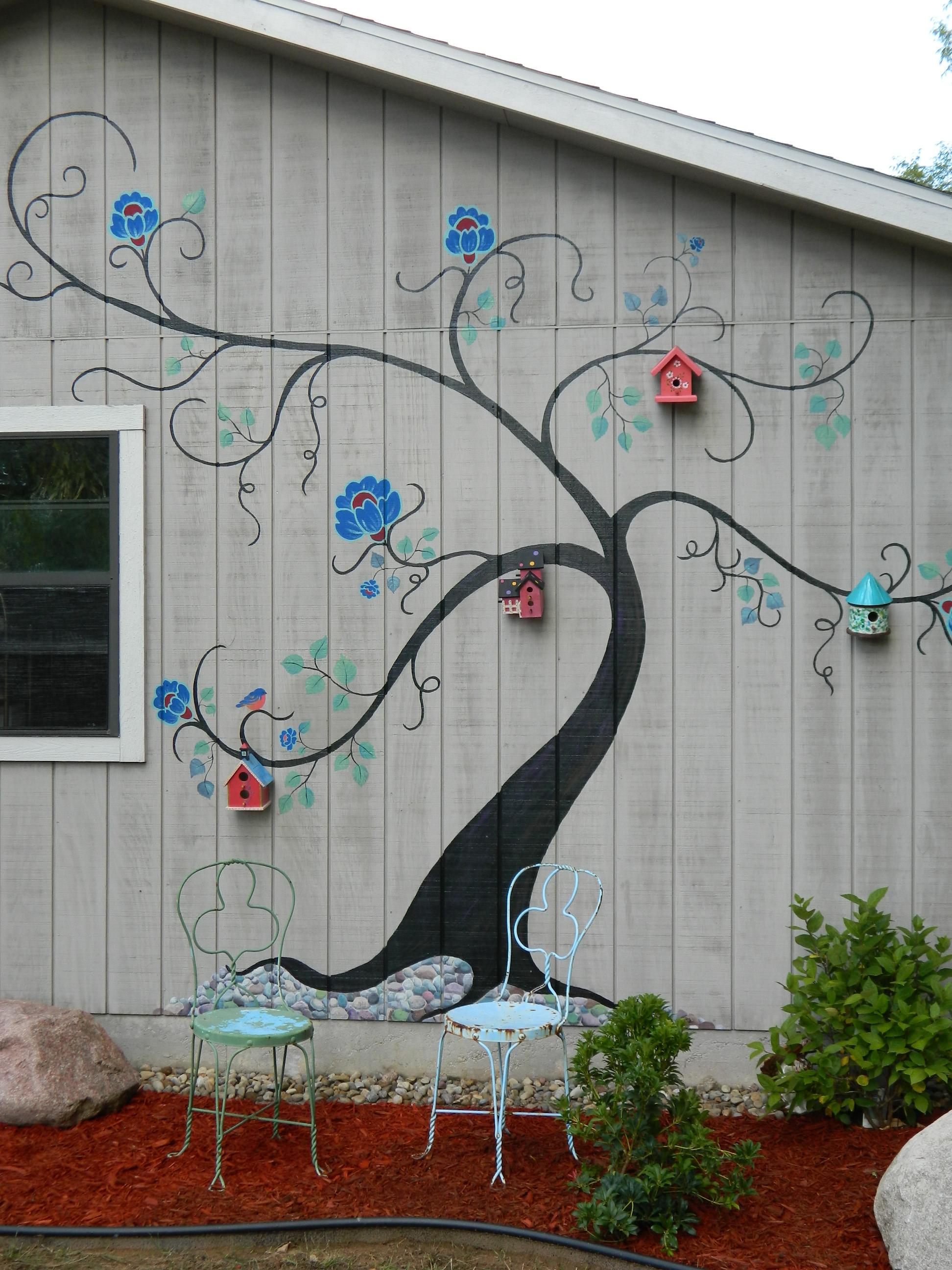 Рисунок на внешней стене