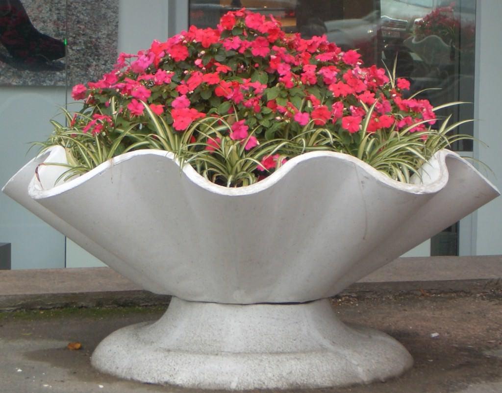 Волнообразный вазон для цветов