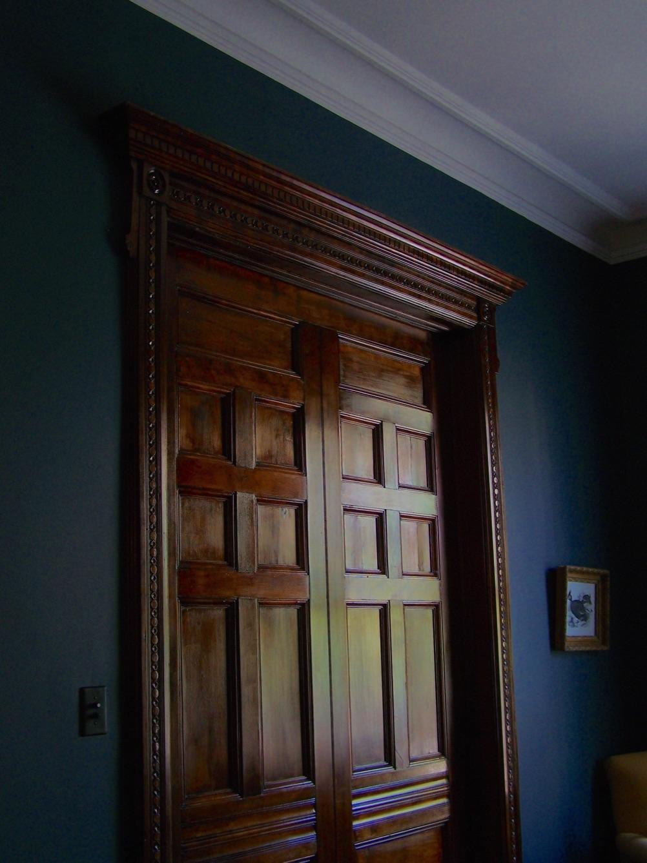 Реставрация двери воском
