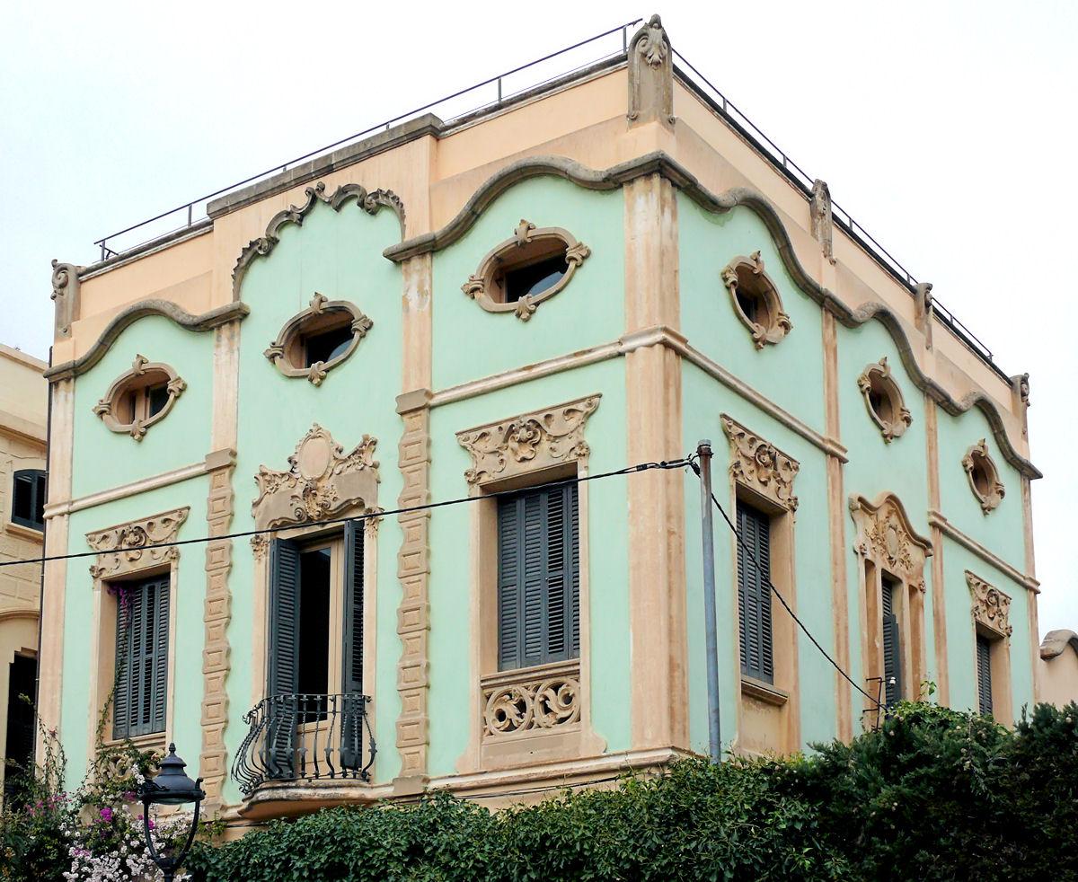 Фасадный декор дома в восточном стиле