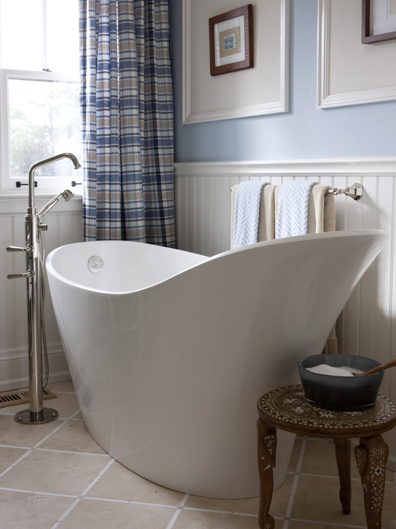 Отдельностоящая высокая ванна