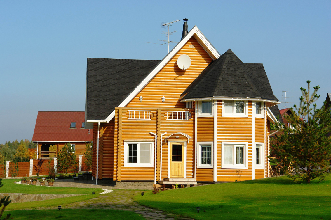 Вальмовая крыша загородного дома