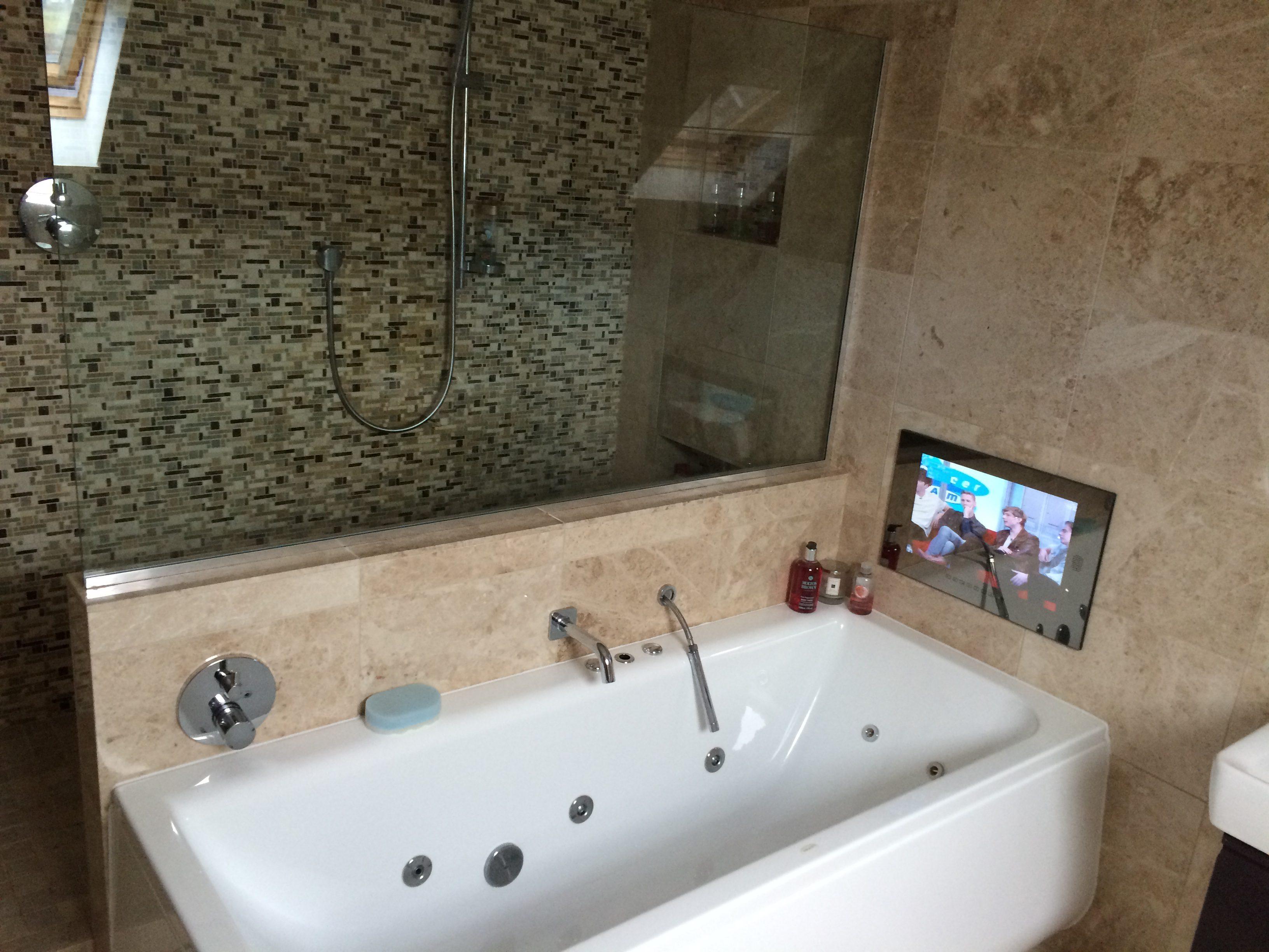 Телевизор с защитным покрытием в ванной