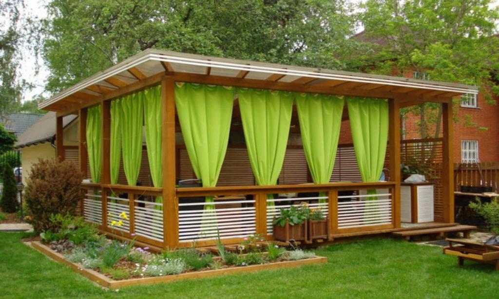 Зеленые шторы для беседки