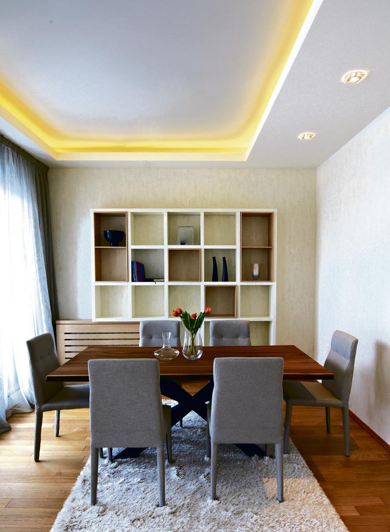 Потолок со светодиодной подсветкой желтой