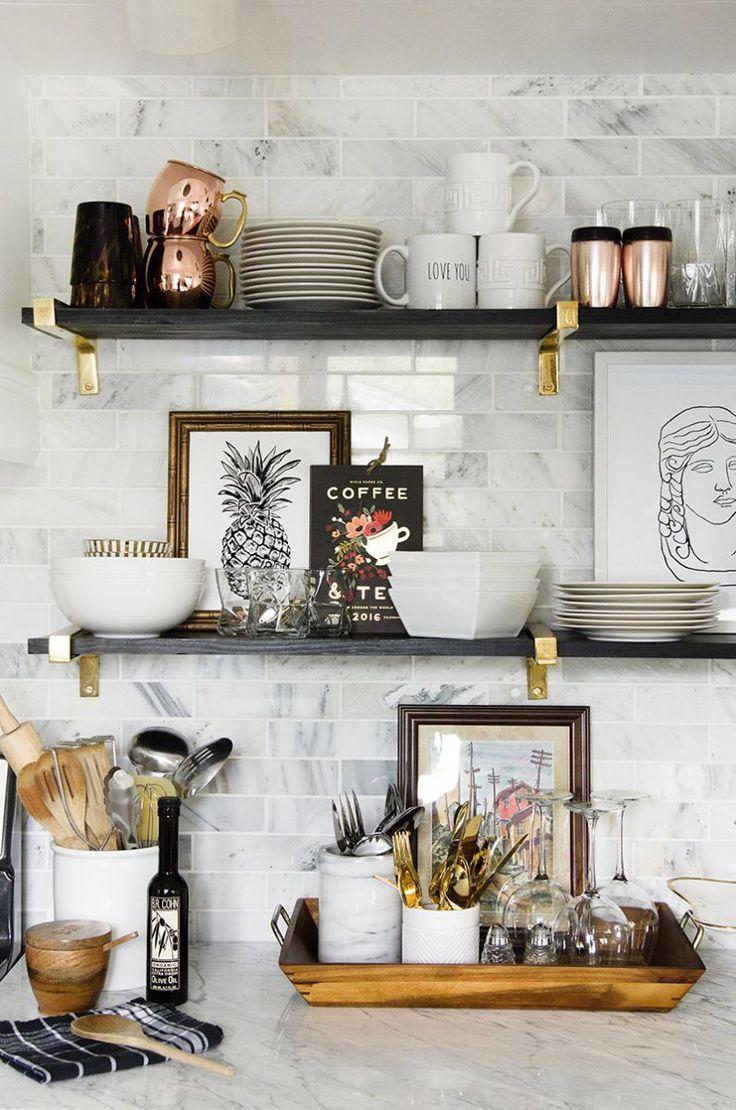 Полка для посуды с золотой фурнитурой