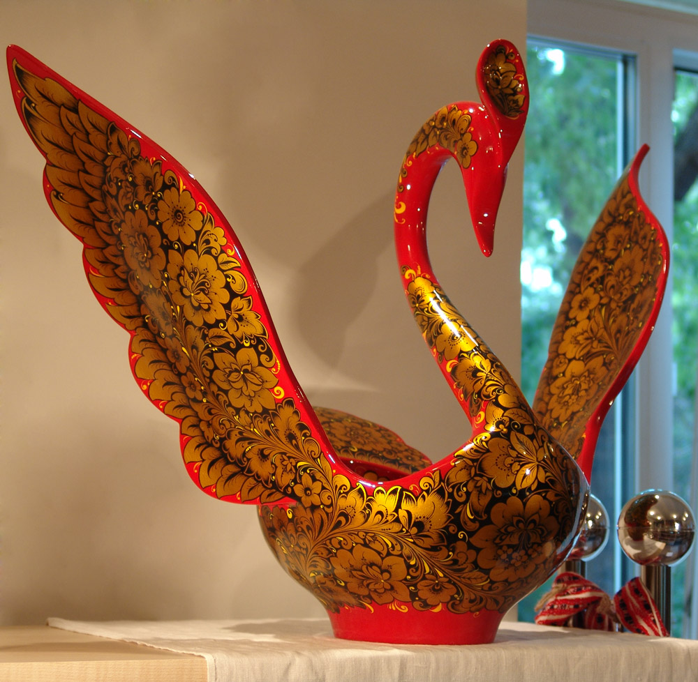 Золотая хохлома на посуде