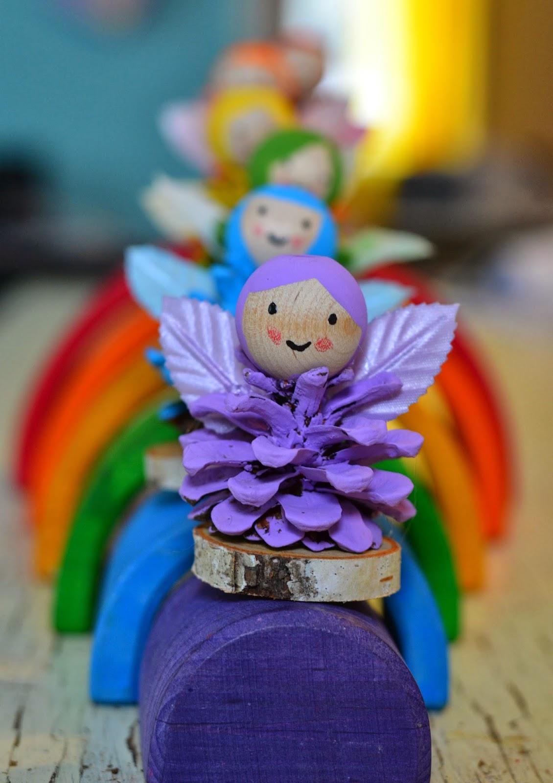 Ангелочки из шишек