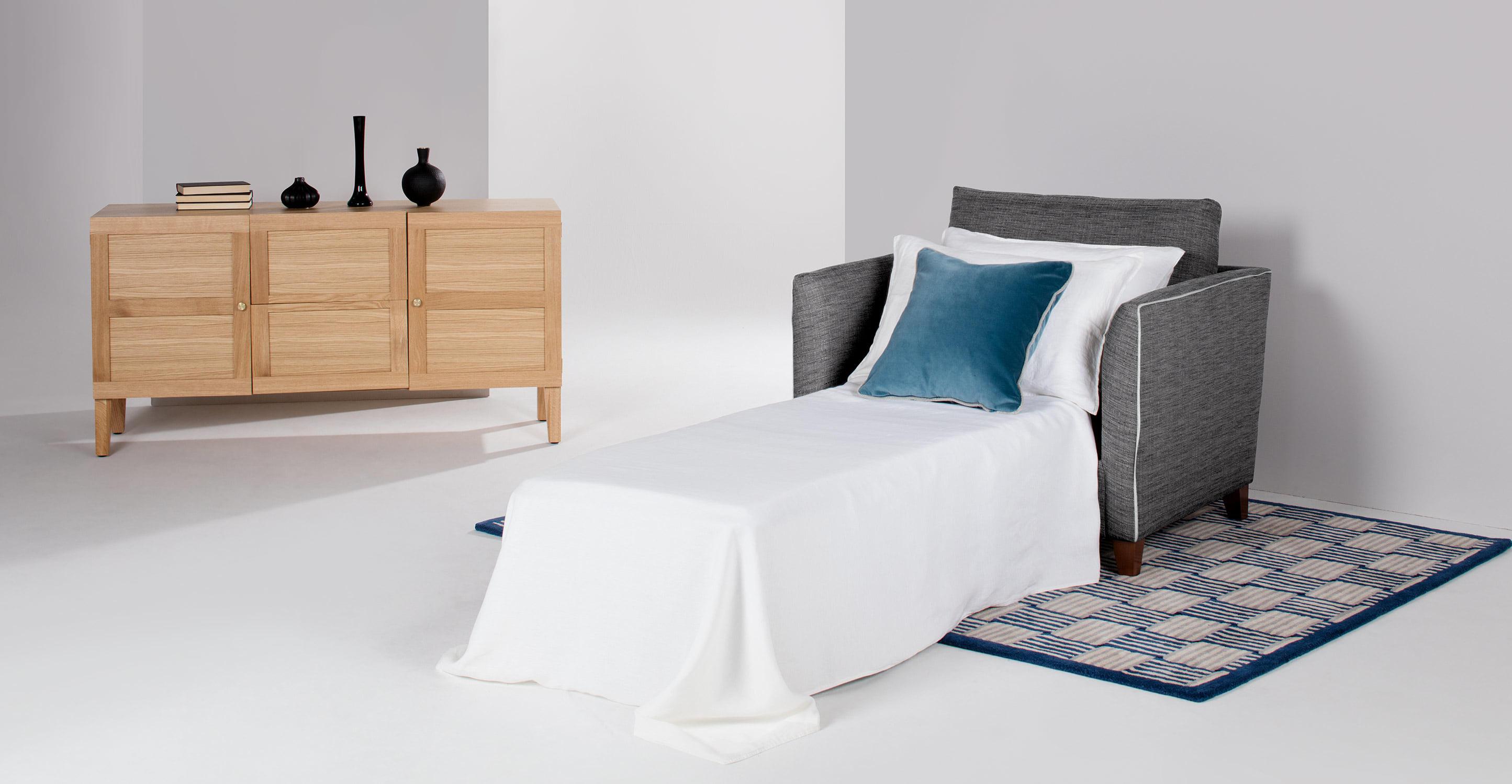 Кресло-кровать в английском стиле