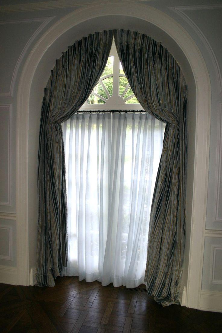 Арочное окно со шторой