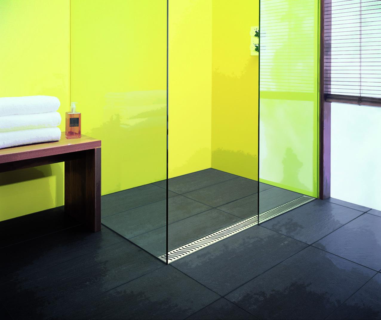 Душевая плита с трапом в ванной в авангардном стиле