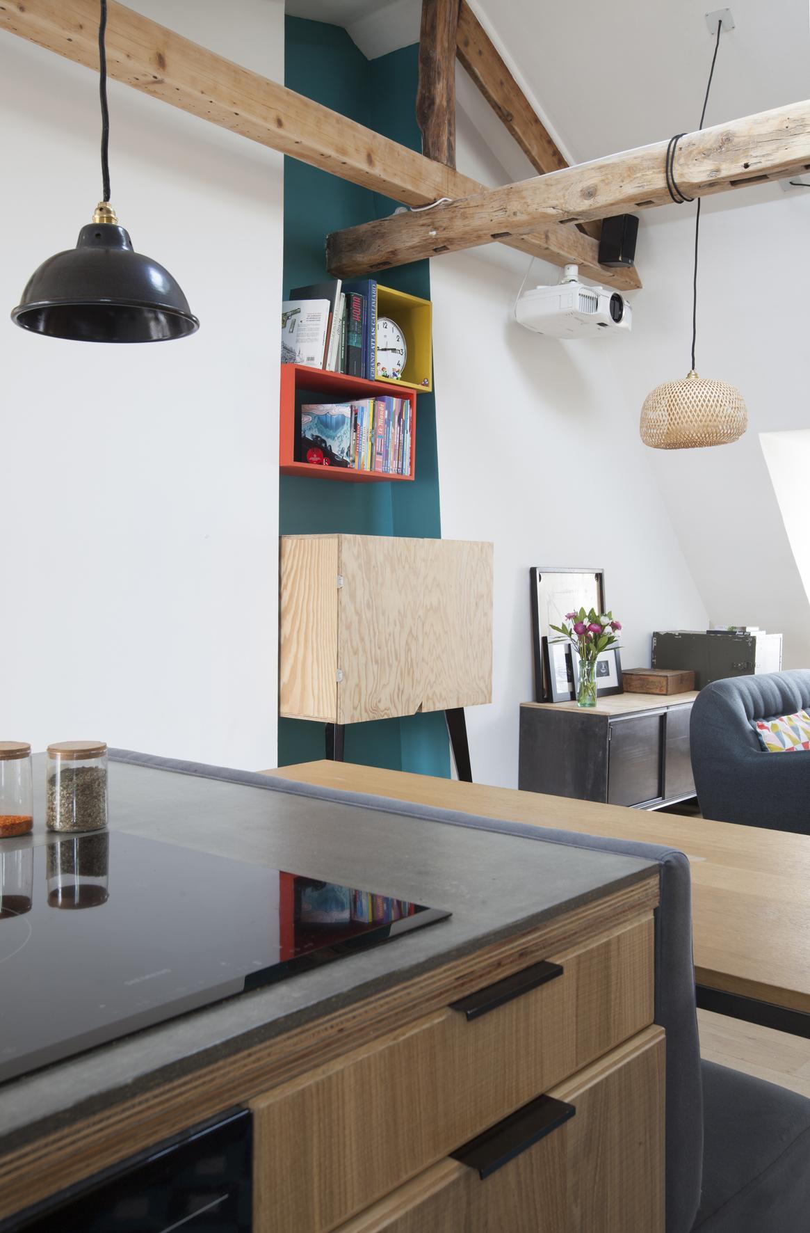 Перегородка с балками между кухней и гостиной