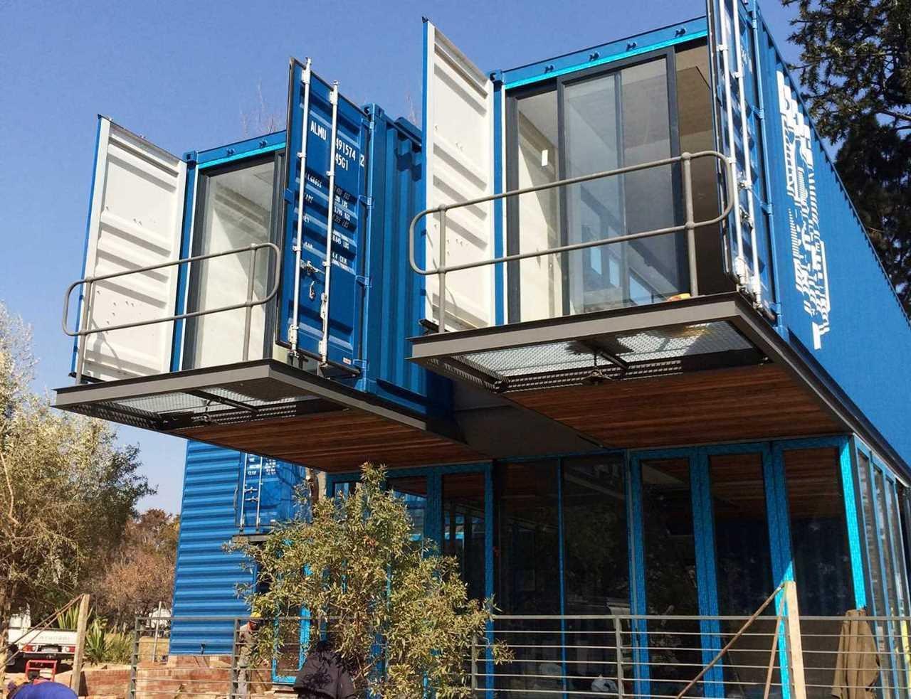 Дом из контейнеров с балконом