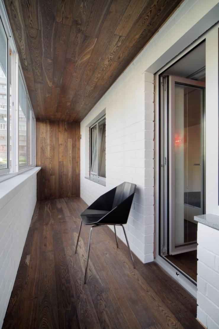 Ламинат на потолке на балконе