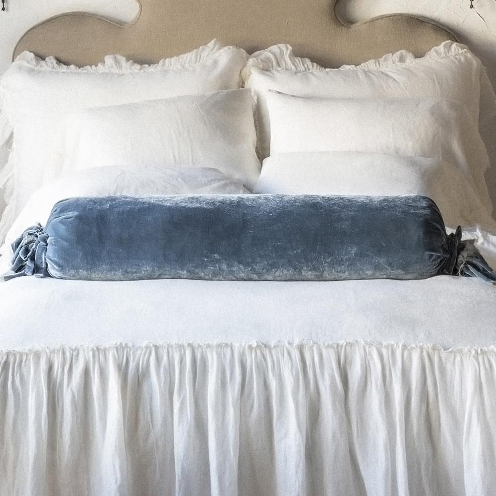 Подушка валик бархатная