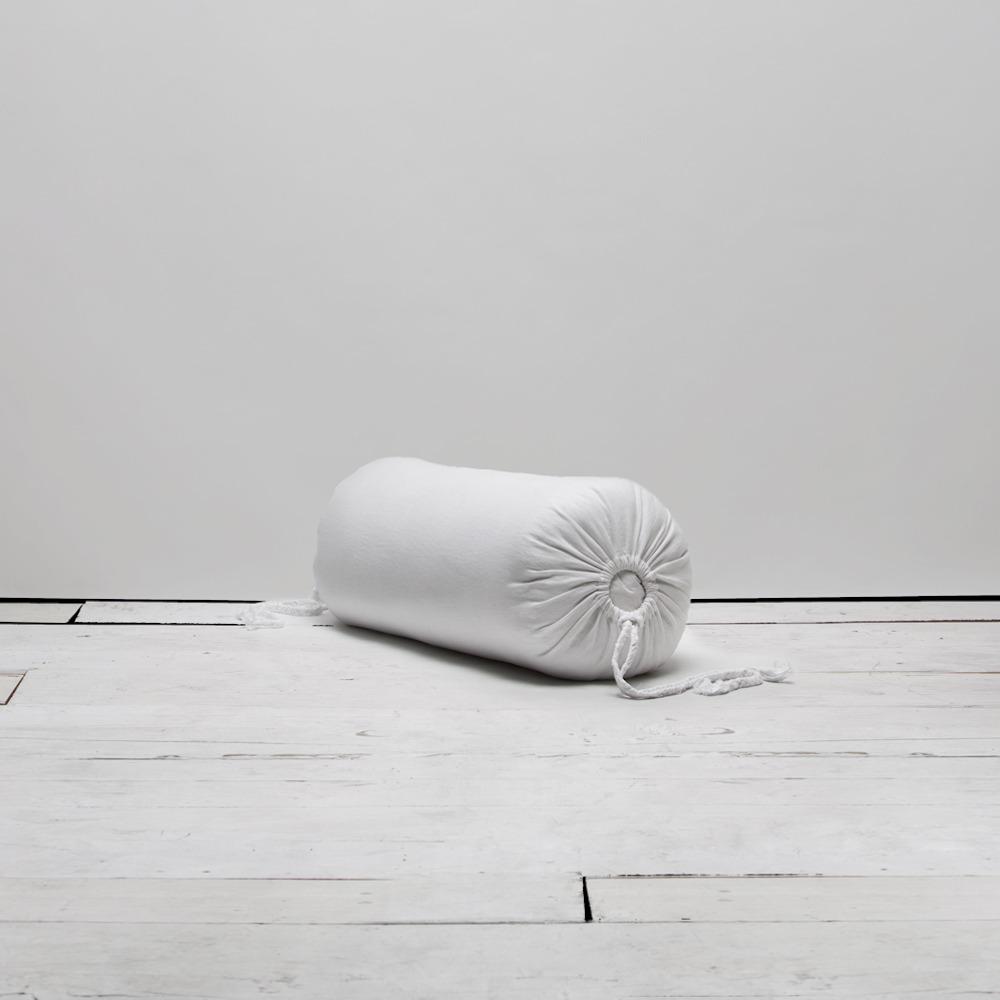 Белая подушка-валик