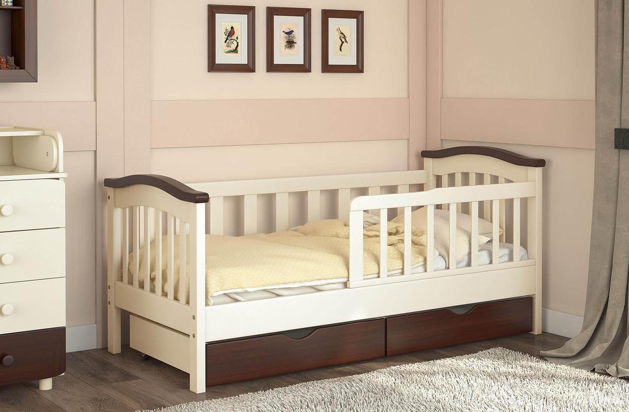 Белая детская кровать с бортиками