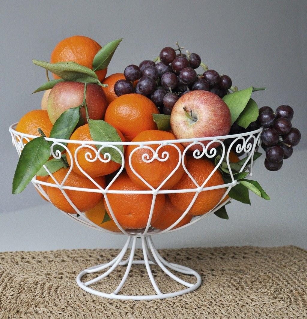 Белая фруктовница