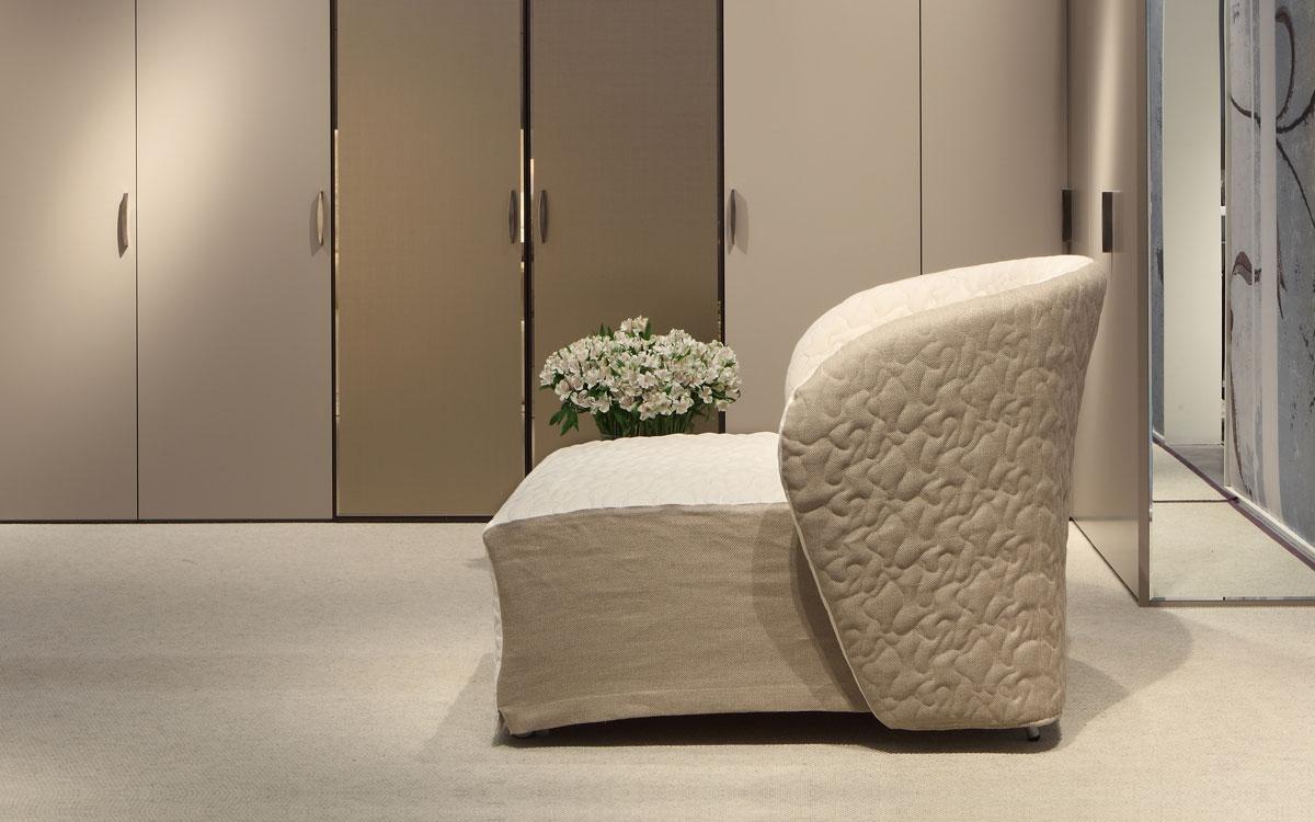 Кресло-кровать белого цвета