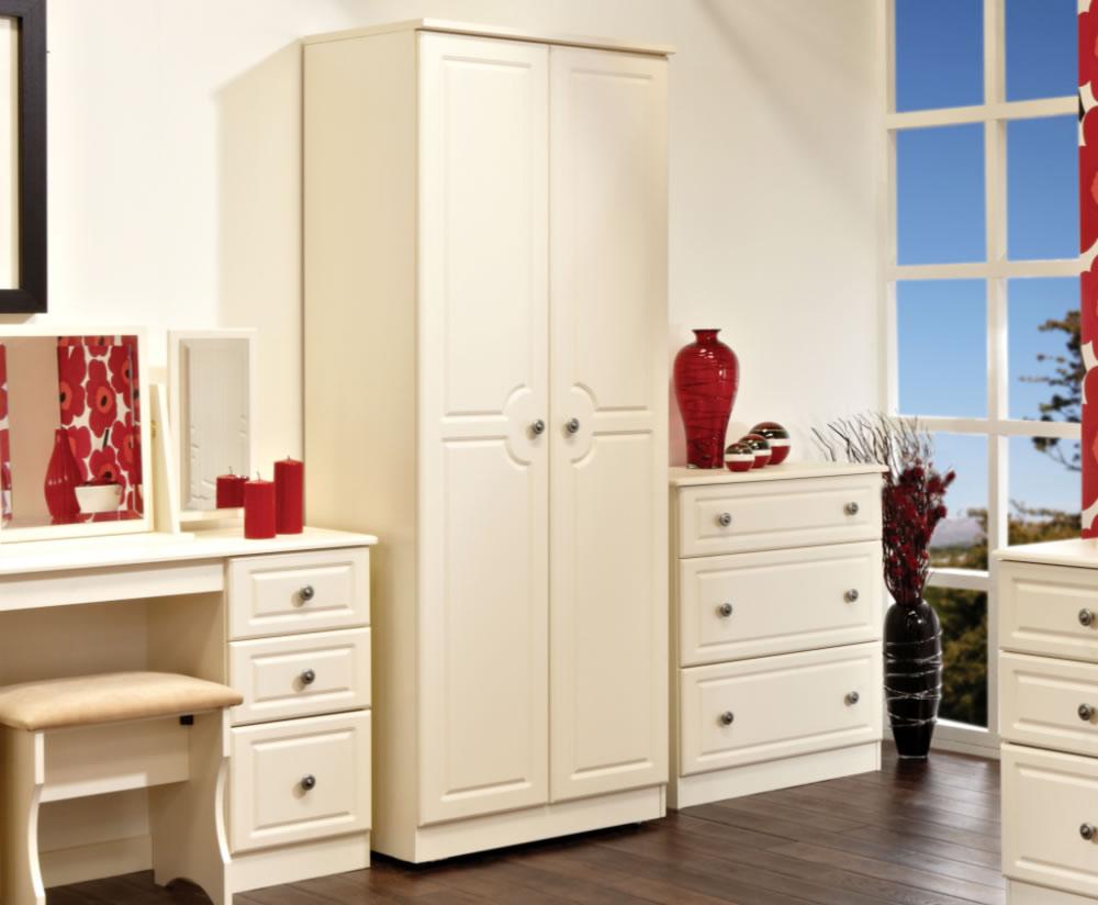 Белый шкаф-пенал