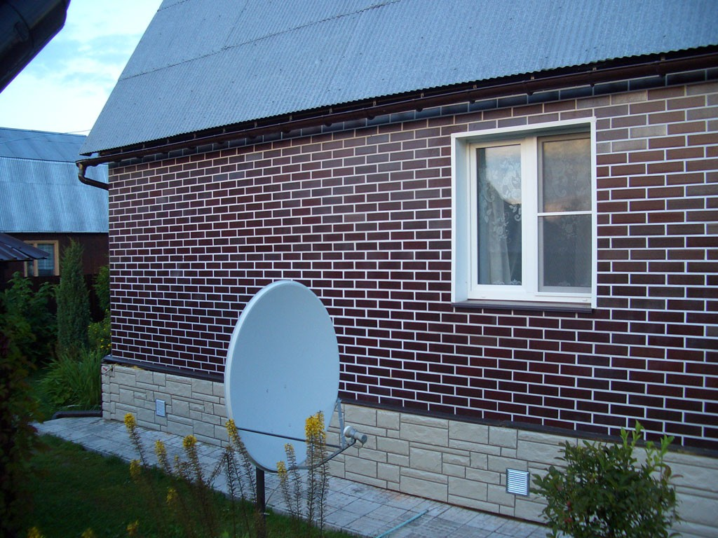 Фасадные панели под кирпич с белым швом