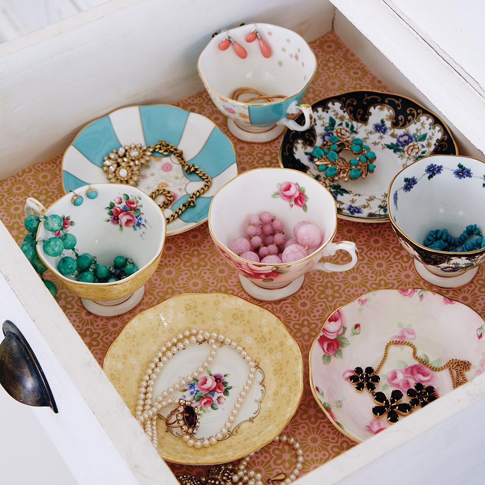 Чайный сервиз из фарфора