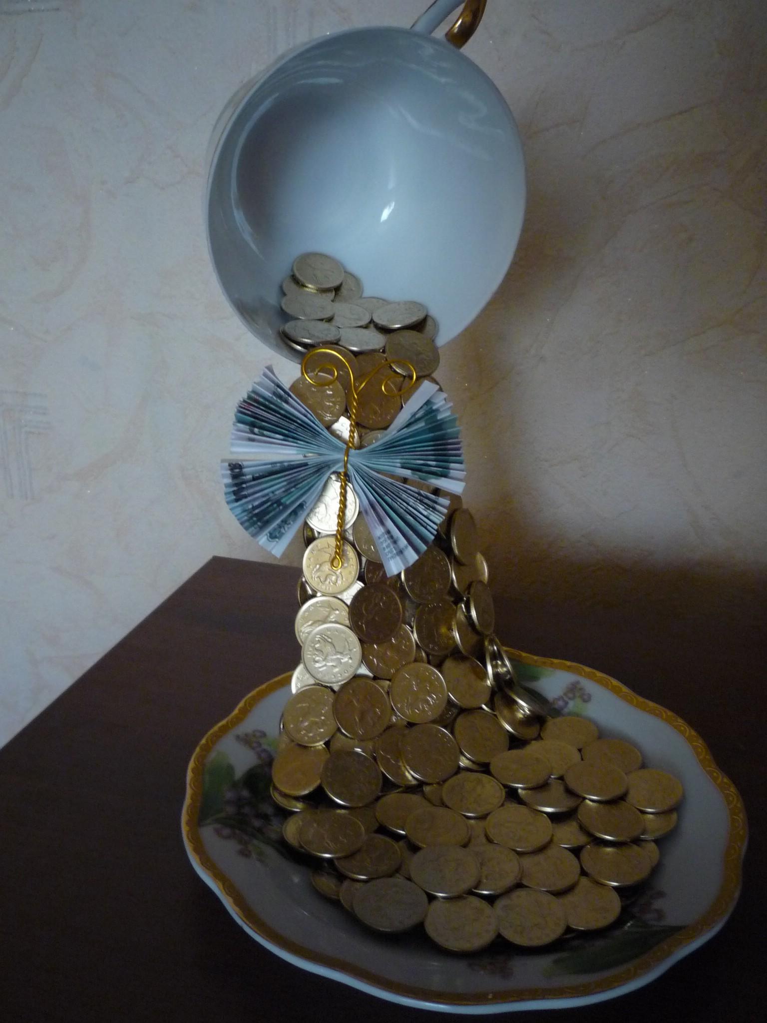 Чашка с монетами